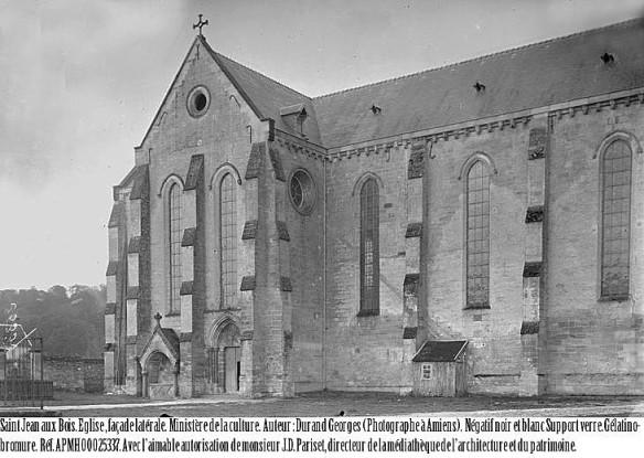 Eglise--facade-laterale-1.jpg