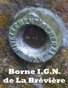 Borne-I.G.N.-de-La-Breviere.jpg